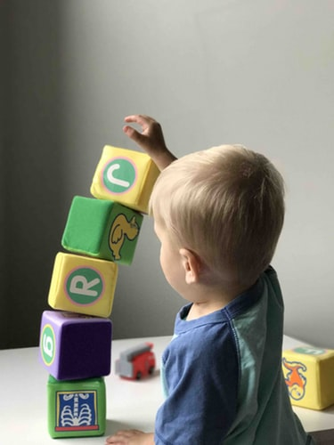 kid playing blocks puzzles for spatial sense